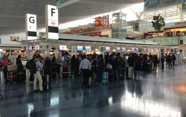 羽田空港国際線エコノミークラスチェックインカウンター