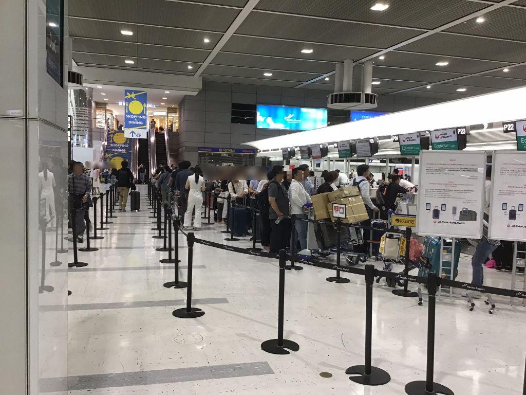 成田空港エコノミークラスチェックインカウンター