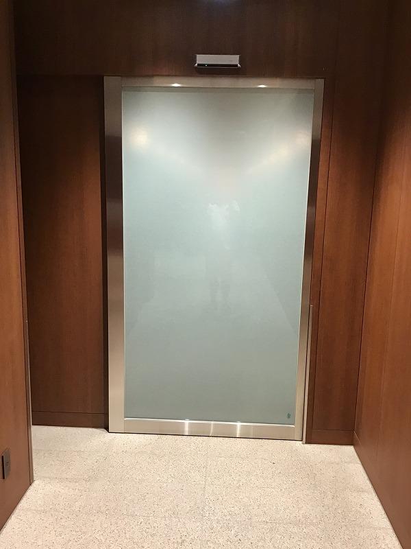 福岡空港ダイヤモンドプレミアラウンジ入口ドア