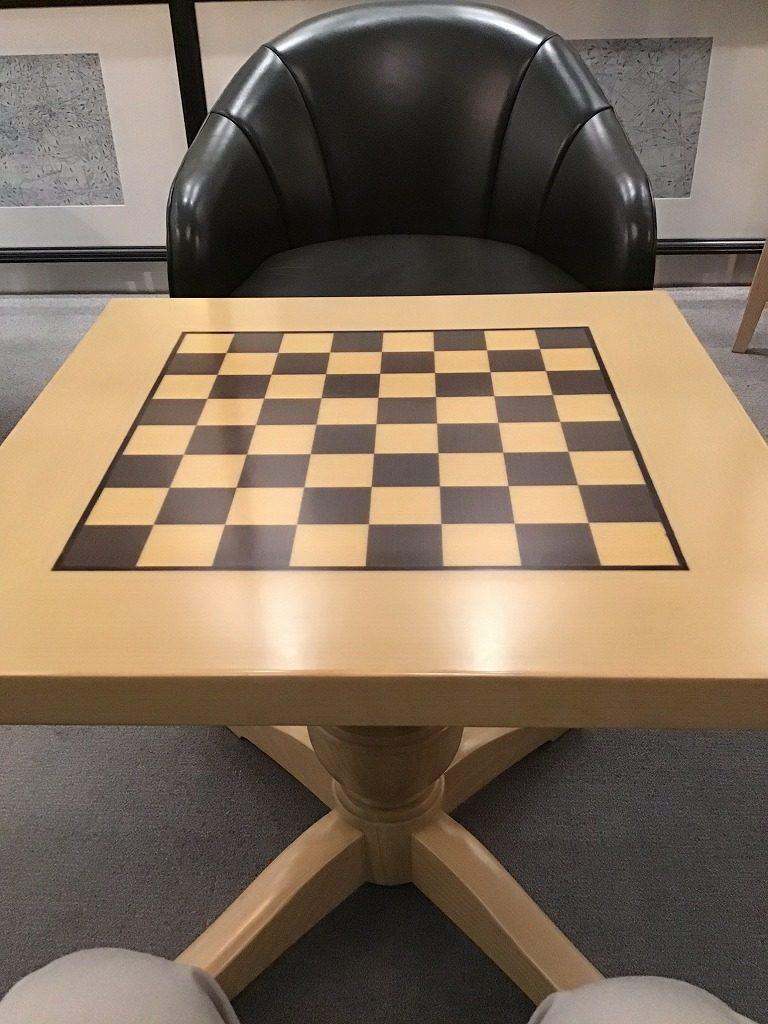 机(チェス盤デザイン)