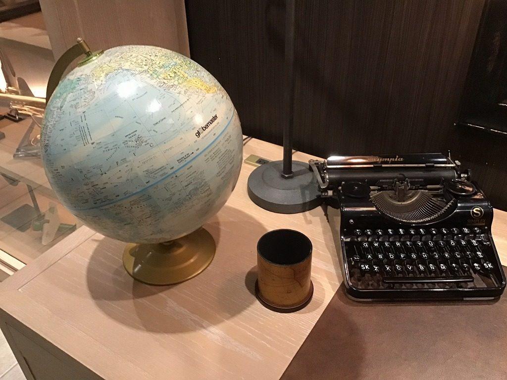 タイプライターと地球儀
