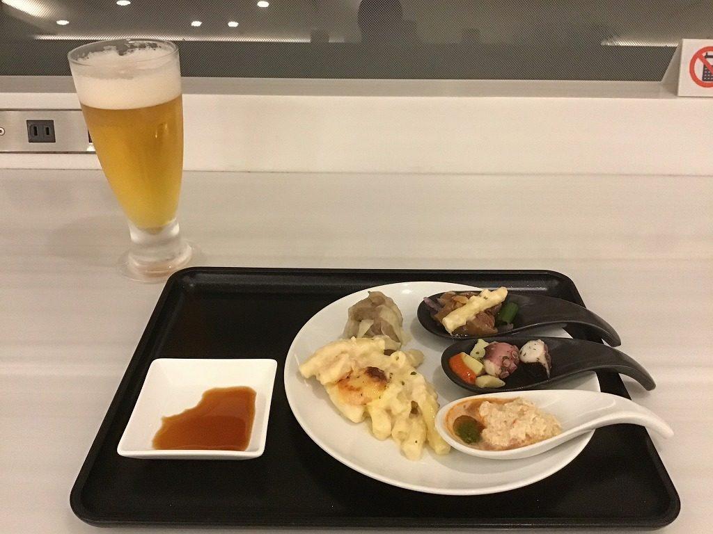 ビールと料理類(どれも美味しいけどシュウマイ一押しです)