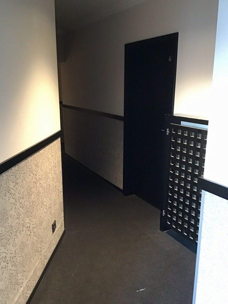 エレベーターを降りたとこからすぐ客室が見える