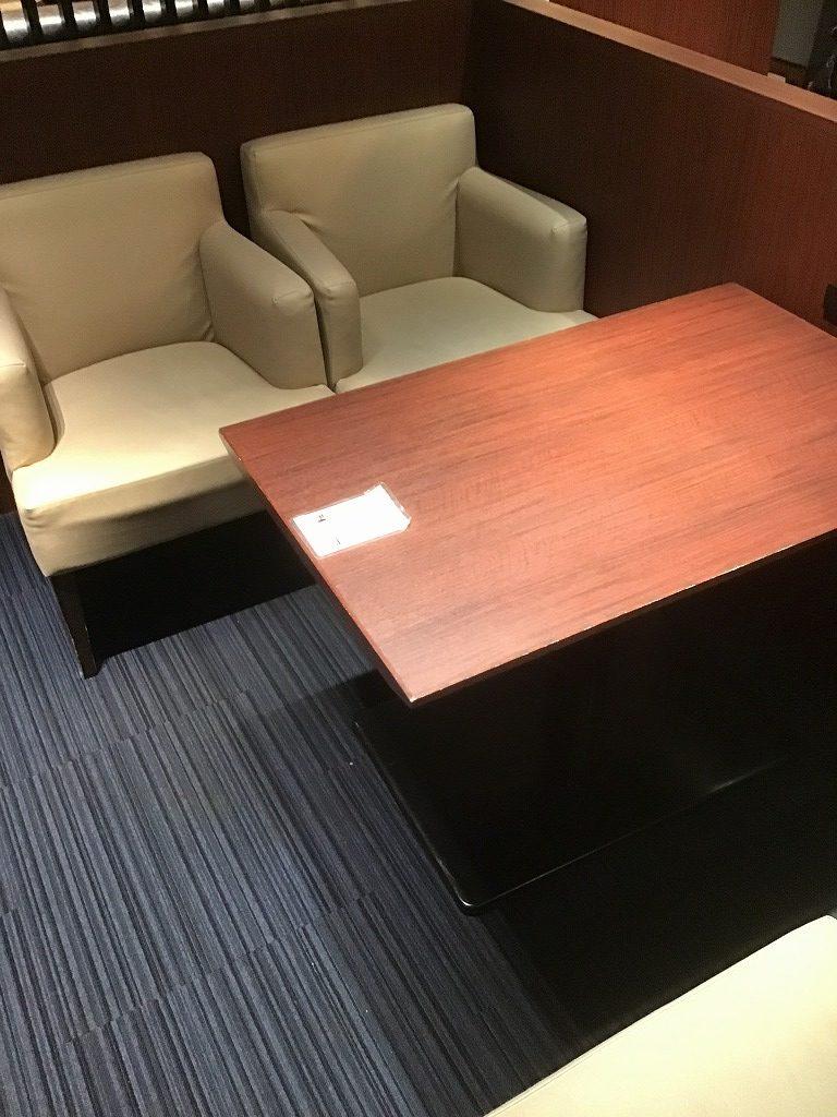 2×2人掛け座席、机