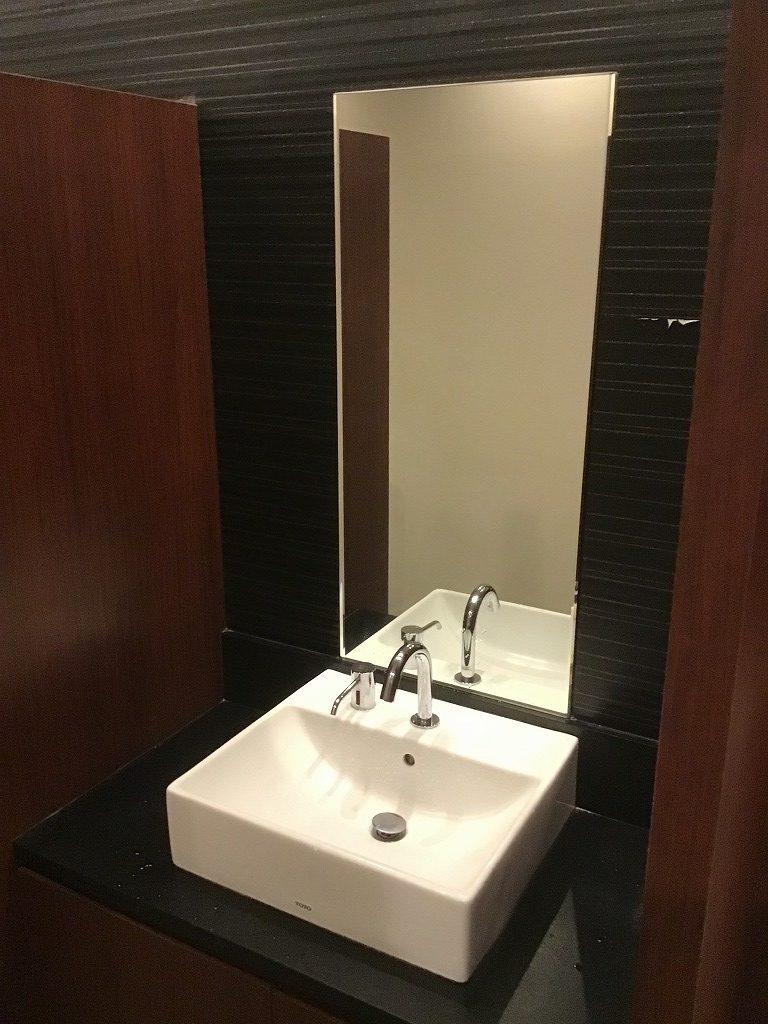 男性トイレ洗面台