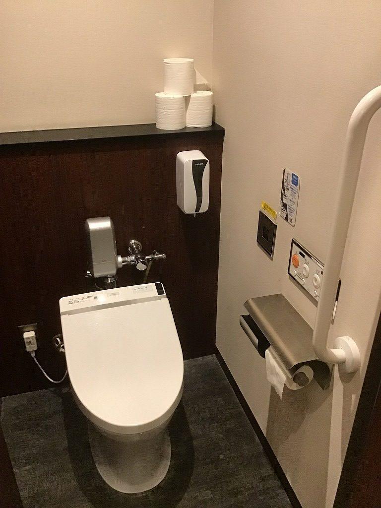 男性トイレ