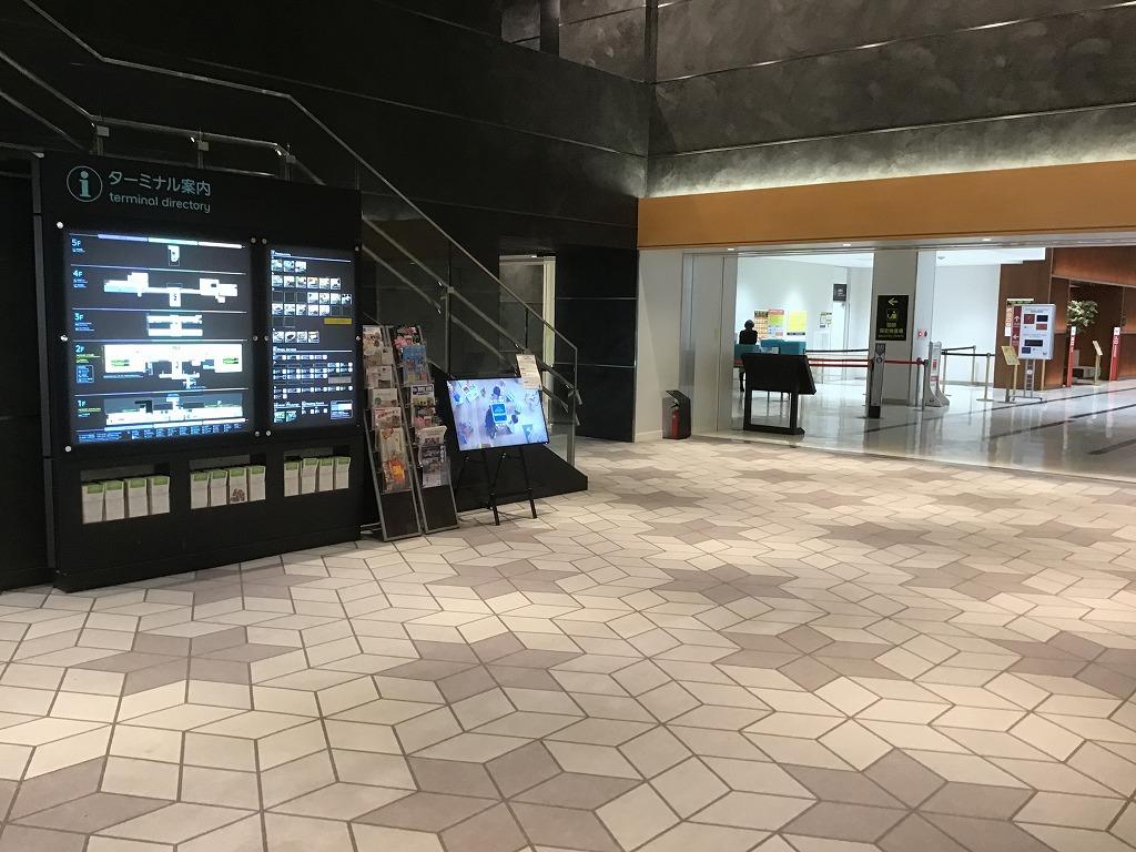 空港ターミナル(JAL側)