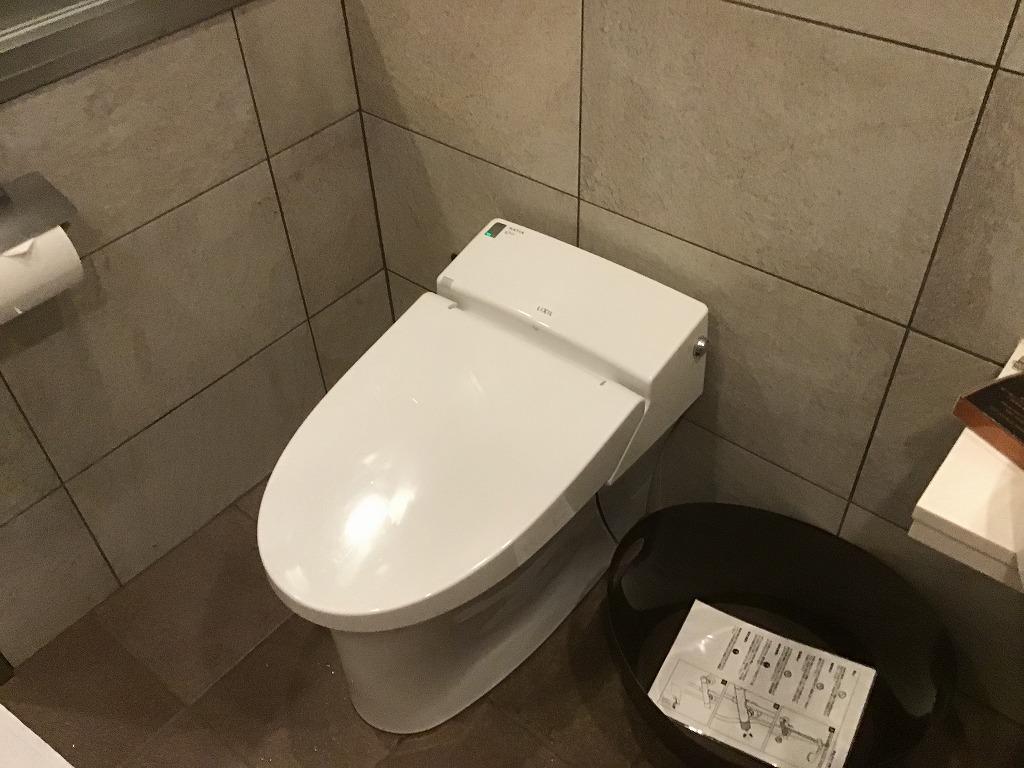 シャワールーム内トイレ