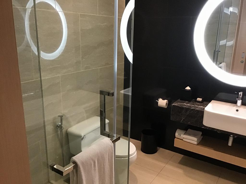 洗面スペース、シャワールーム