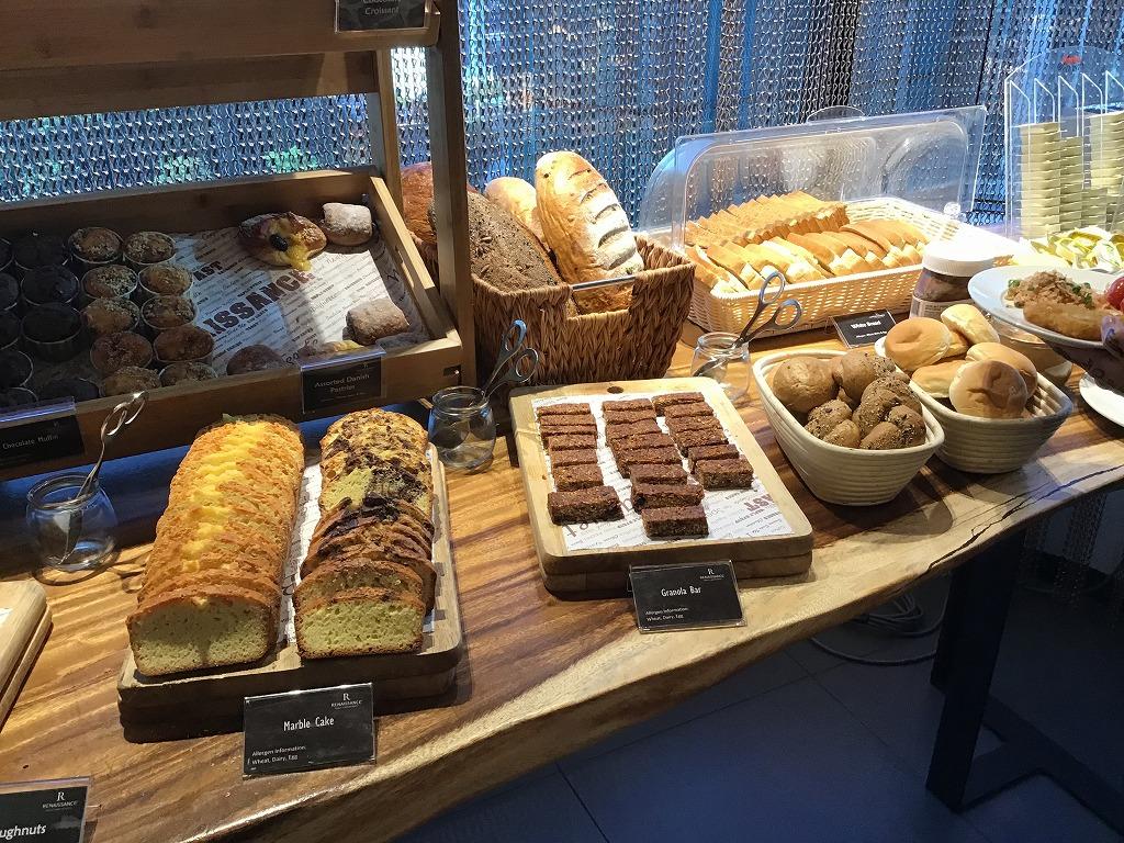 ケーキ、パン類