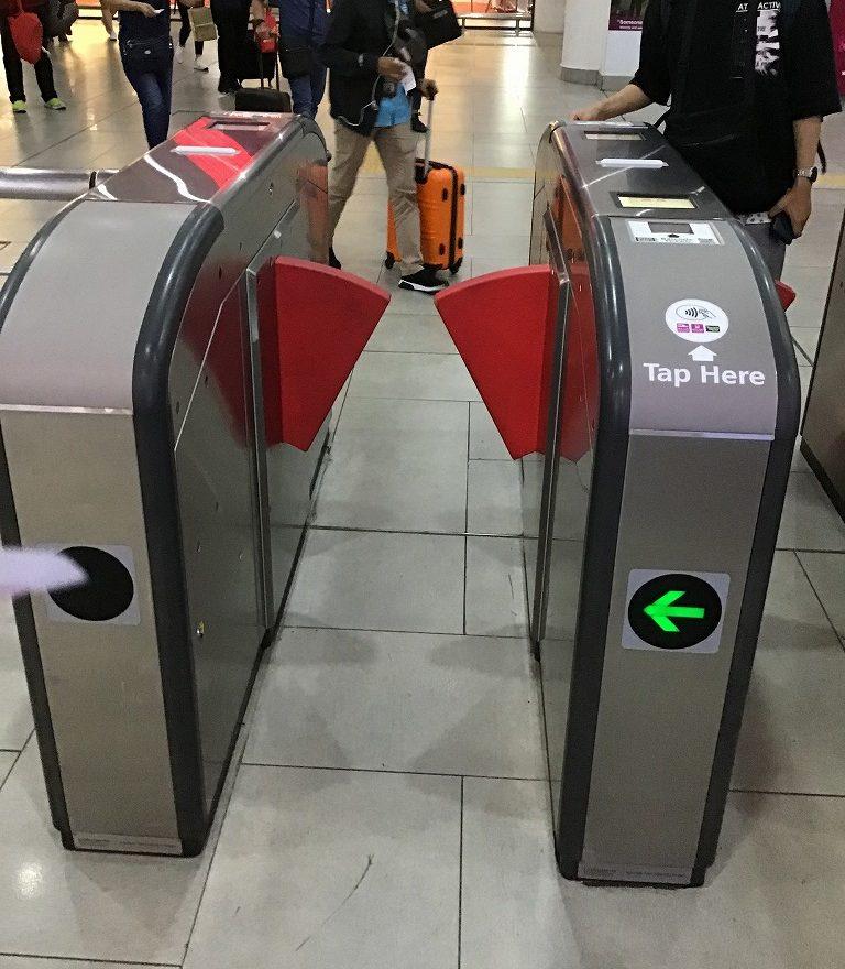 電車(KLIA ekspres)改札口