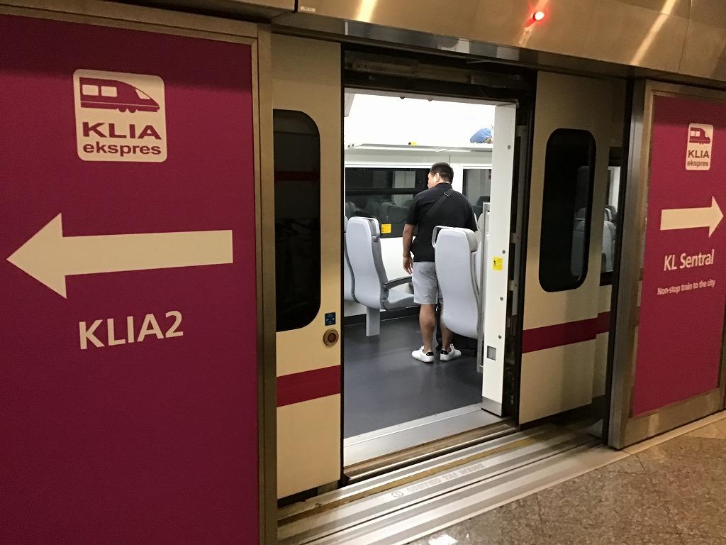 電車(KLIA ekspres)ホーム